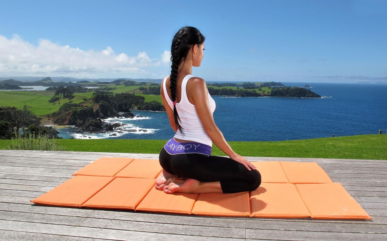 влияние йоги на позвоночник