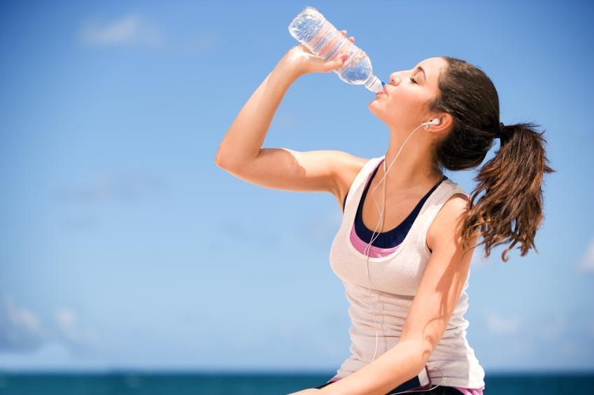 для ускорения метаболизма пьем воду